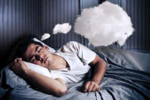 alvászavarban szenvedő férfi gondolkodik